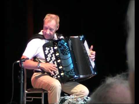 Accordion virtuoso Glen Qvarnström - The jolly accordion player - Den glada haidaristen