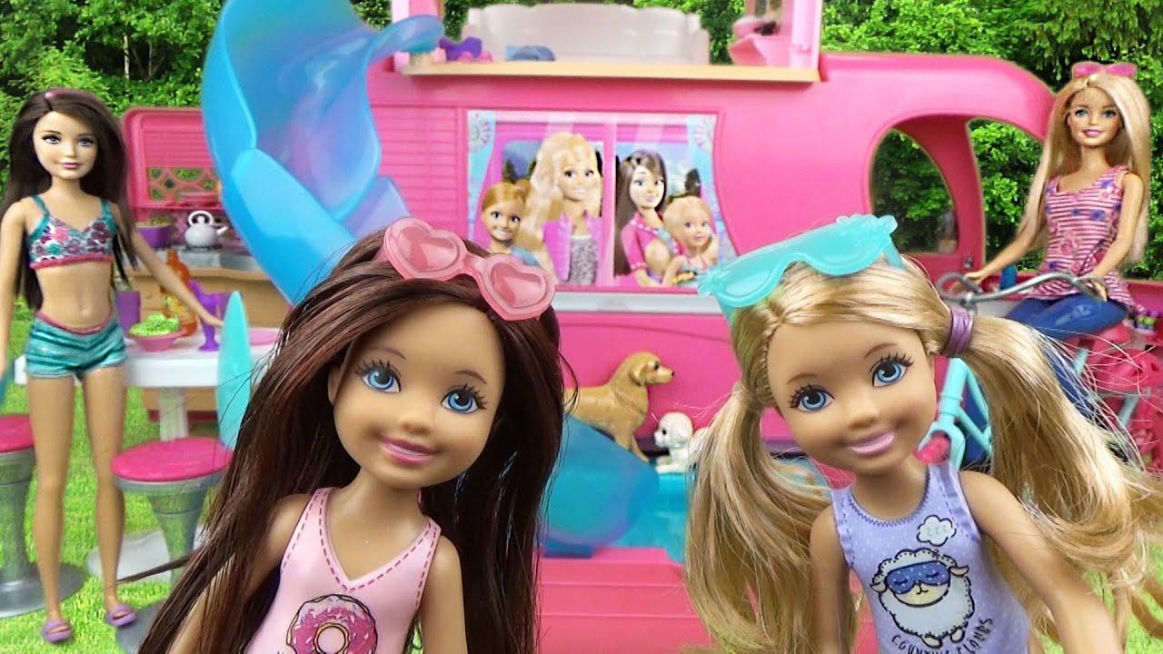 Мультфильм Челси, Кира играют в Авто-домике Обзор кукол Барби ♥ Chelsea play Pop Camper Barbie dolls