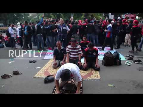 Indonesia: Worker unions protest against insufficient minimum wage rise