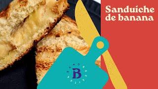 Sanduíche de banana com caneca é opção deliciosa para o café da manhã
