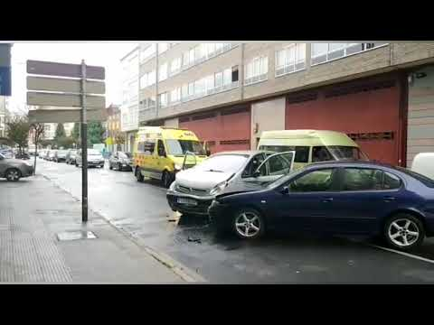 Dos heridos en una colisión entre dos turismos en Monforte