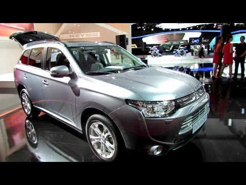 2013 Mitsubishi Outlander - Exterior and Interior Walkaround - 2012 Paris Auto Show