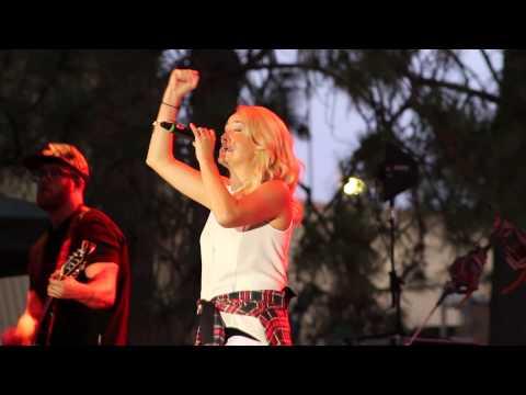 Britt Nicole - Hanging On (Live Fan Cam)
