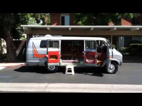 1977 Dodge B-200 maxivan - YouTube