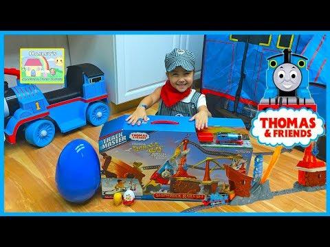 HUGE THOMAS AND FRIENDS SHIPWRECK RAILS TOY TRAIN SET Big Egg Surprises Opening Thomas Trains & Kin