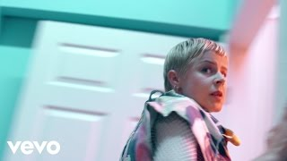 Смотреть клип Robyn, La Bagatelle Magique - Love Is Free Ft. Maluca