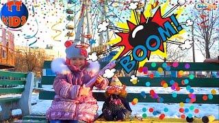✔ Кукла Беби Борн и Ярослава на прогулке в парке – взрываем хлопушки / Baby Born with Yaroslava ✔