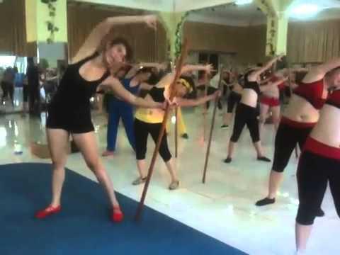 Bài tập eo với gậy dài