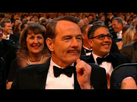 Julia Louis-Dreyfus wins an Emmy (and kisses with Bryan Cranston) 2014