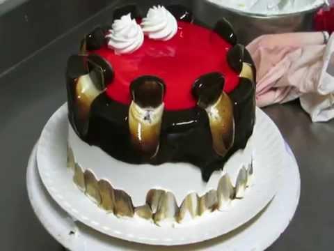 Como decorar una torta para cumple os con jalea y crema for Como decorar una torta facil y rapido