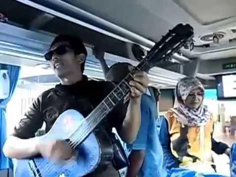 Pengamen jogja lucu + krearif di bus - menghibur