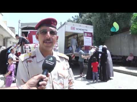 Distribute aid to displaced people from western Mosul
