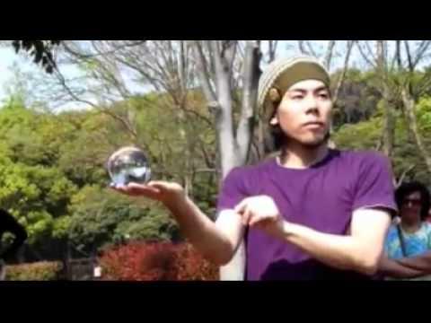 Профессионал контактного жонглирования