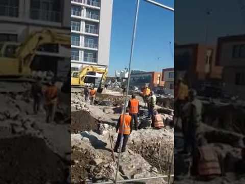 Me eskavator sipër rrënojave antike, VIDEO FLAGRANTE nga Durrësi ku punimet vazhdojnë