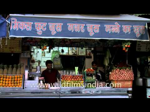 Fresh juice shop - a common on Delhi roads