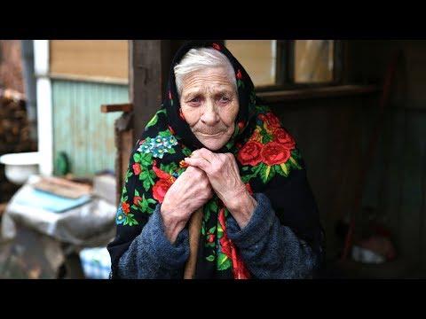 Бабуля, чужая для своих, была никому не нужна. Она жила в одиночестве до последнего дня...
