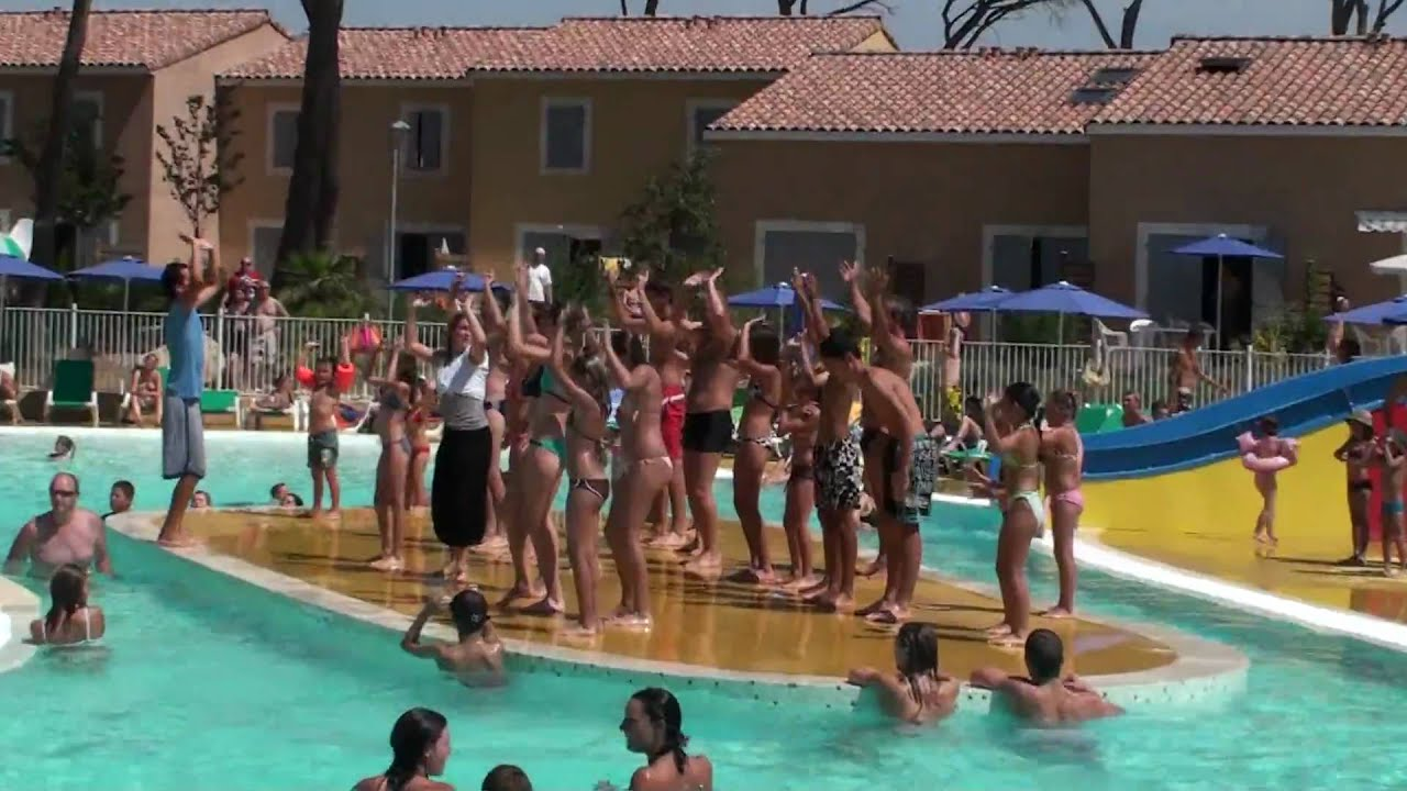 Le mas des vignes calvisson animations piscine youtube for Piscine calvisson