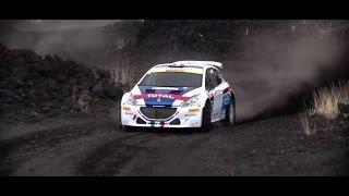 Peugeot 208 T16 e Paolo Andreucci sui tornanti dell'Etna (di traverso)