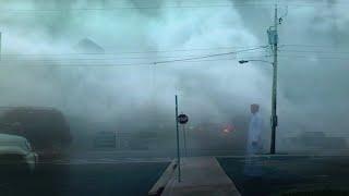 Die Sonne ist weg! Starker Nebel mit einem Gewitter traf Jazan, Saudi-Arabien