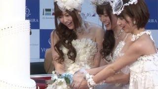 アイドルグループ「乃木坂46」の白石麻衣さん、橋本奈々未さん、松村沙...
