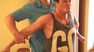 видео Что делать если болят плечи? Упражнения для укрепления плечевых суставов