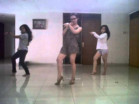 "Ika Putri ""2012"" with Dancer"