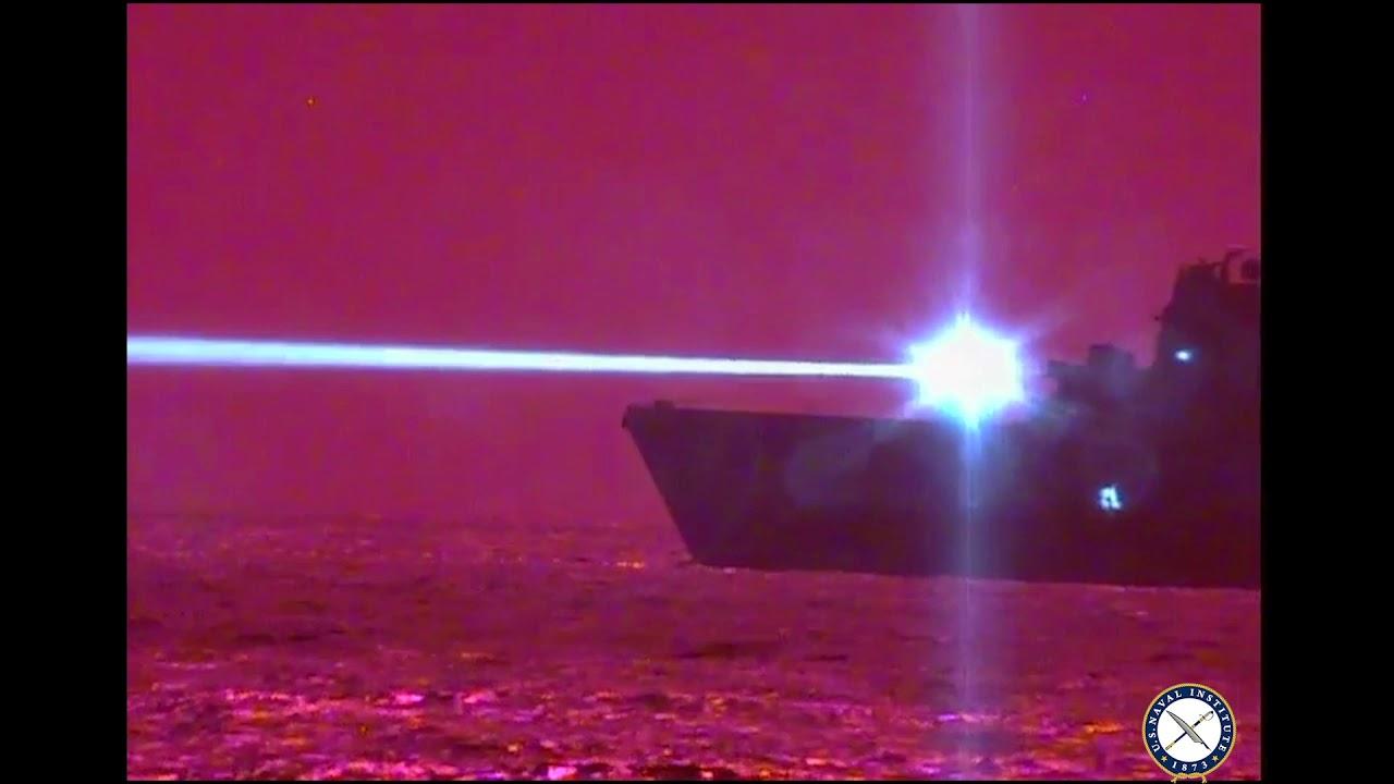 Американский корабль уничтожил летательный аппарат при помощи мощного лазера