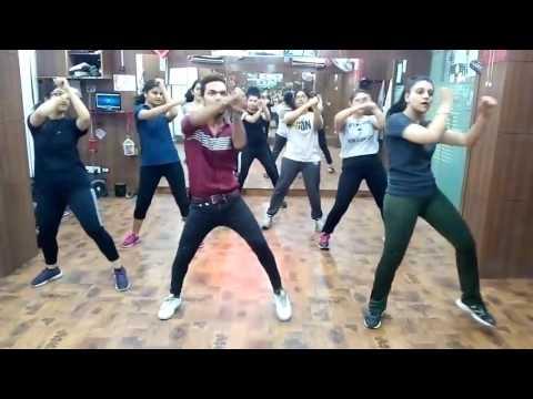 ZUMBA DANCE ON MERE RASKE KAMAR BY SHAAN SHAIKH