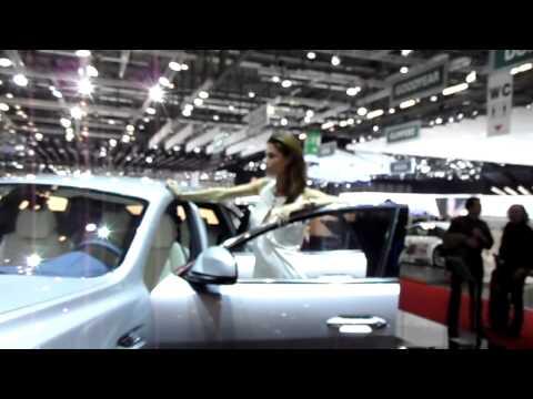 Salone di Ginevra 2011 - Geneve Motor Show - De Tomaso beautiful girl - strafiga paura