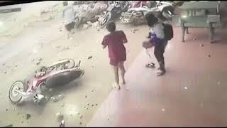 Clip Toàn Cảnh Ôtô tải lao vào chợ, 5 phụ nữ chết