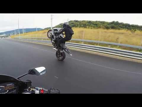 Девушка байкерша врезалась в отбойник на скорости 180 км в час