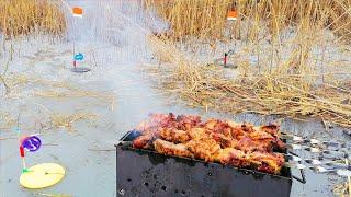 Поставил ЖЕРЛИЦЫ на Щуку МАНГАЛ и Начал ЛОВИТЬ и ЖАРИТЬ Зимняя рыбалка на жерлицы