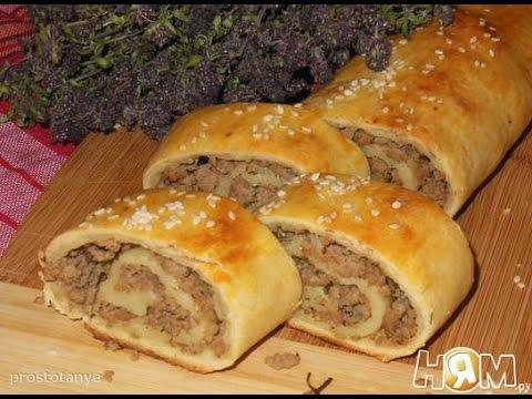 Картофельный рулет с грибами и мясным фаршем