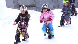 ひと足早く開幕の雪まつりつどーむ会場 氷の滑り台やストライダー 子どもが楽しめる施設いっぱい (2017/02/01)北海道新聞 thumbnail