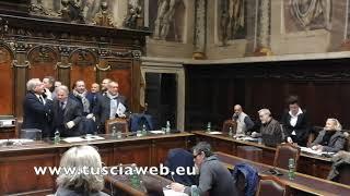 """Viterbo, il sindaco contro la consigliera comunale: """"Cambia mestiere, sei una showgirl"""""""