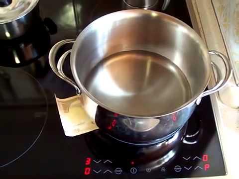 Cuocere la minestra in 12 minuti su piano cottura ad induzione ...