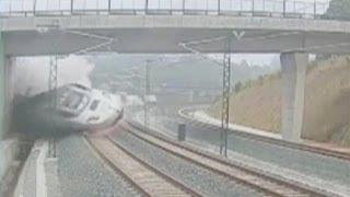 Первое видео катастрофы в Испании(Крушение поезда в Испании зафиксировали камеры...