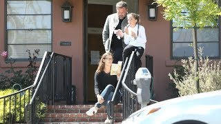 Jennifer Garner Reads A Story To Ben Affleck And Daughter Seraphina