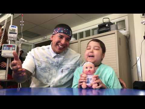 Daddy Yankee y Juegaterapia cantan DESPACITO