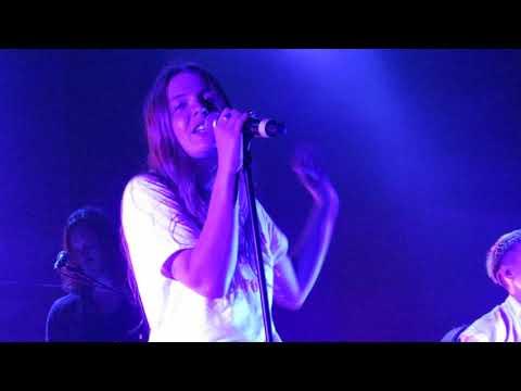 "Maggie Rogers - ""Back In My Body"" (Live In Boston)"