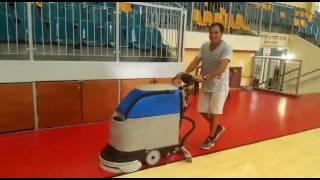 א.פ מכונות שטיפה בלחץ מים סיפקה מכונה מדגם ג'מפי לאולם הספורט בקריית חיים.