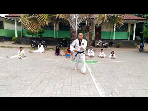 Basic/Jurus Dasar 1, 2 dan 3 @ Dojang MTC Kupang ( Madrasah Taekwondo Club )