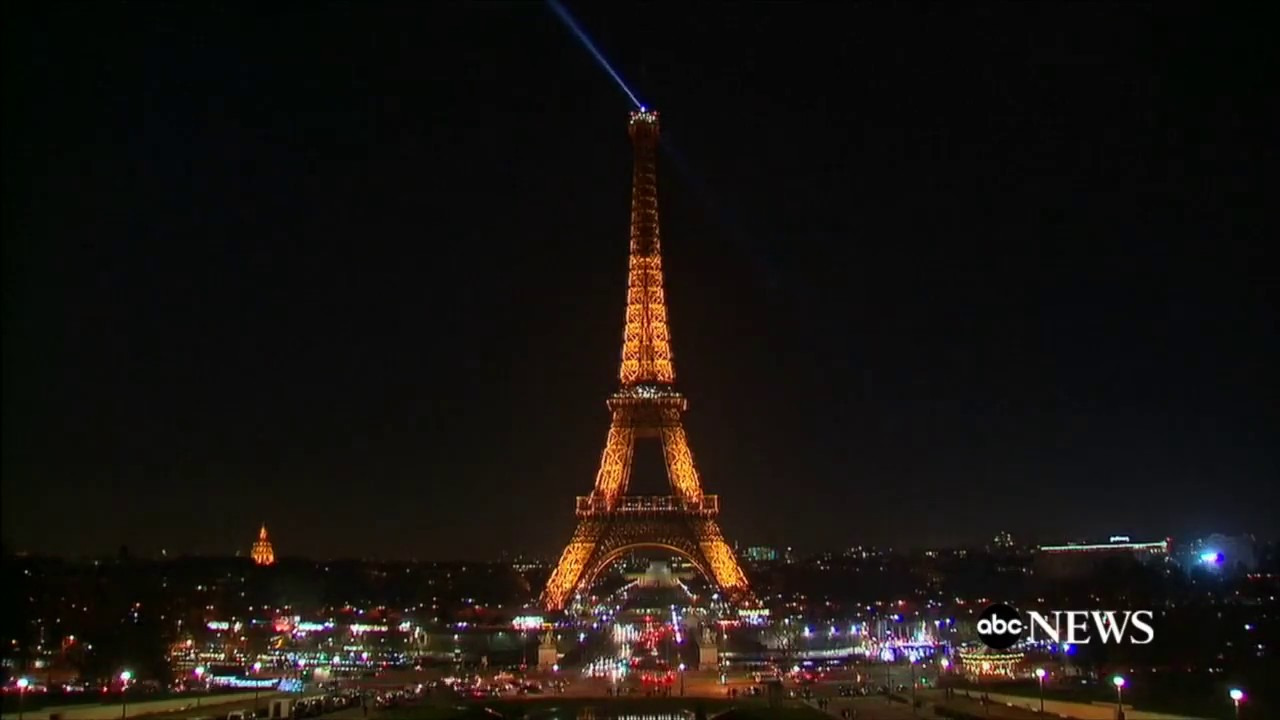 Eiffel Tower Lights Turned Off For People Of Aleppo Youtube