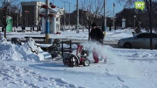 """Испытание """"снегокосилки"""" в Запорожье (видео 061.ua)"""