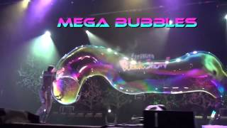 Шоу мыльных пузырей. Melody Yang Gazillion Bubble Show(, 2014-10-03T19:39:27.000Z)