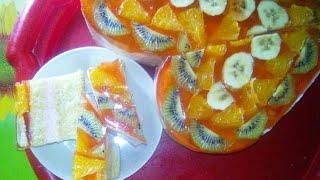 Бисквитный торт с йогуртово-желейной прослойкой и фруктами в желе