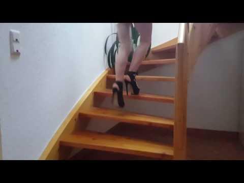In high heels und Minirock