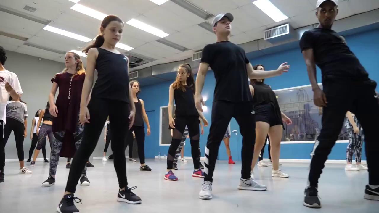 2U - Hip-hop dance