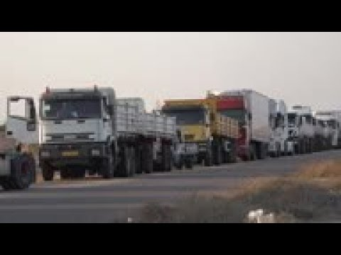 Trucks in long queues for diesel in oil-rich Libya