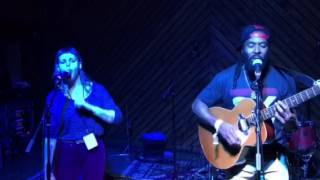 """I-taweh and Cat Clyde perform """"Silhouette"""" @ Arlyn Studio in Austin"""